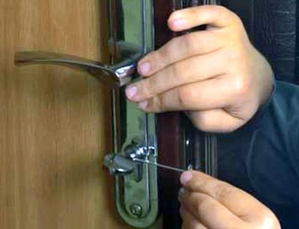 Как вскрыть входную дверь?