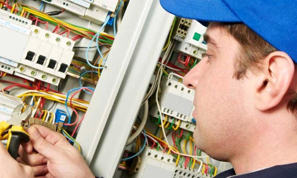 Кто занимается испытанием электроустановок потребителей?